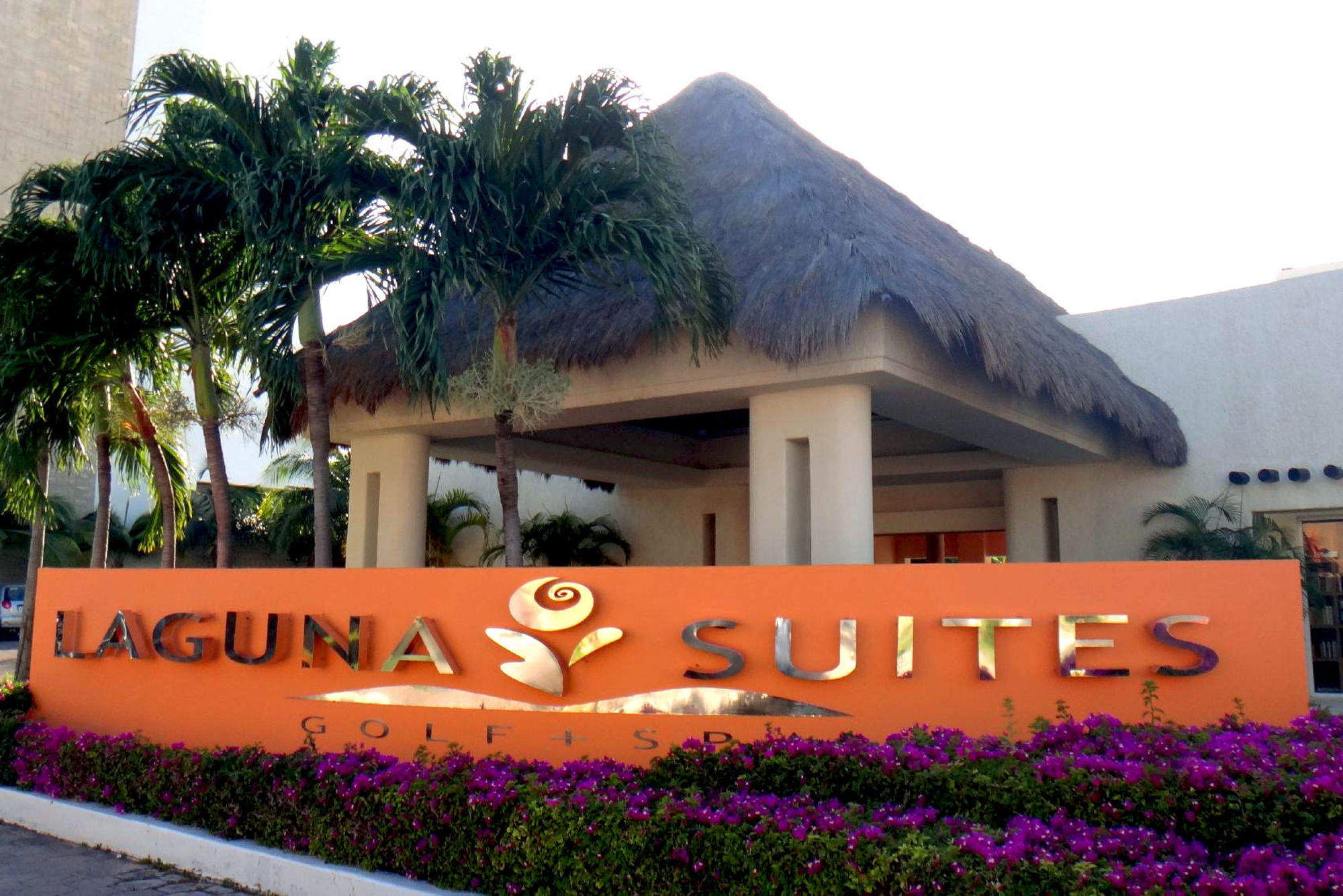 laguna-suites-entrance