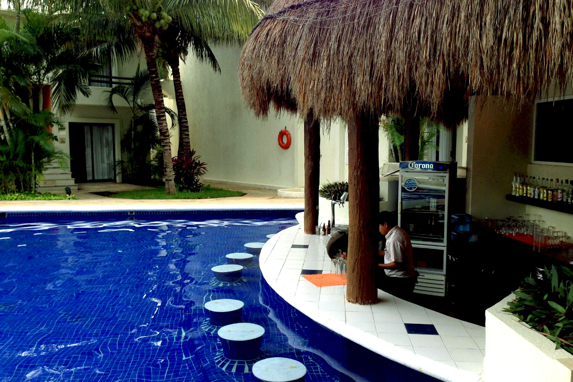 laguna-suites-pool