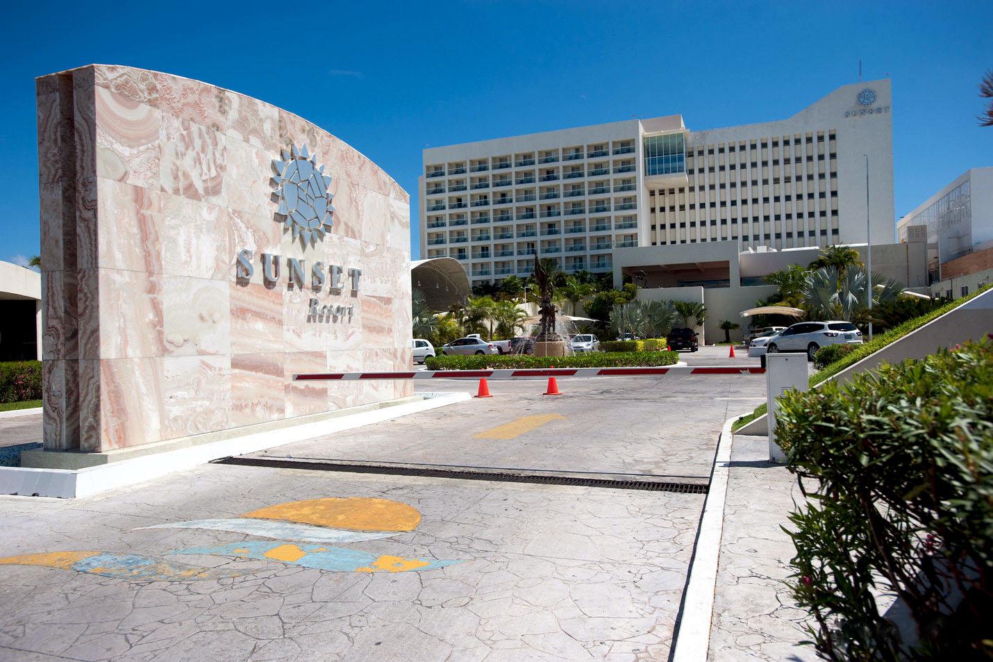 the-hotel-v4388315