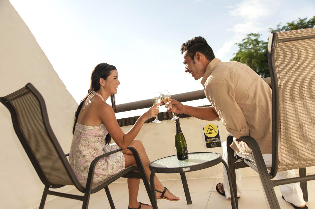 villas-sol-hotel-couple